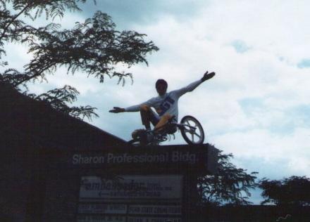 1983_rick_allison_on_GT_performer_doing_trackstand_6___up_on_sign.jpg