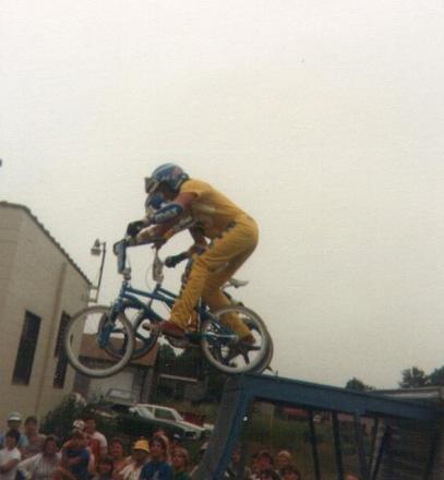 Martin_n_Rick_doing_drop_ins_during_shows_1985.jpg